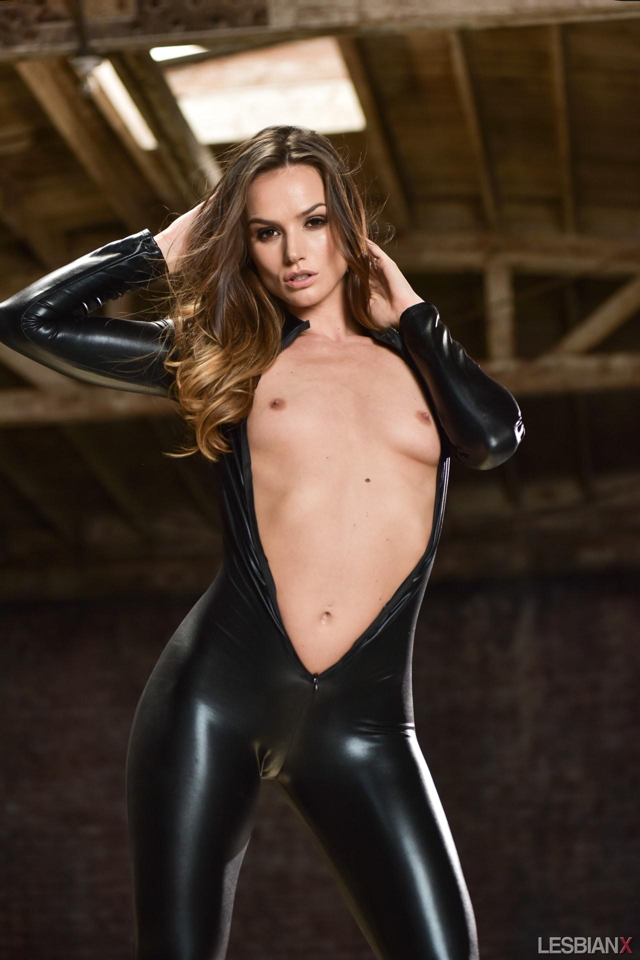 Tori black latex